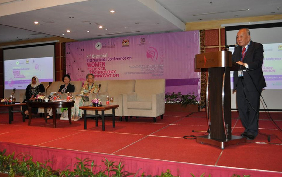 Dato Lee Yee Cheong, past President of WFEO and Honorary Chair UNESCO ISTIC, speaks at the UNESCO ISTIC Panel Discussion