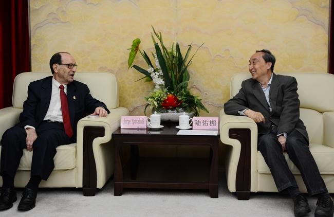 CSHE president Lu Youmei talking with WFEO president Jorge Spitalnik