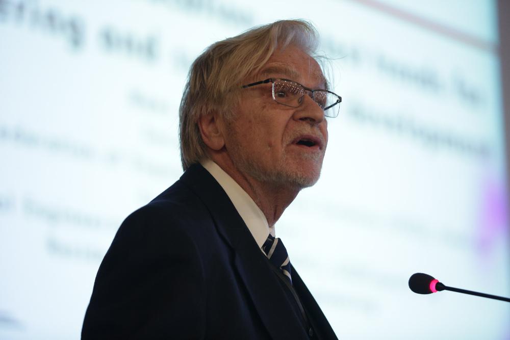 Dr. Hans J. Hoyer, Secretary General IFEES, International Federation of Engineering Education Societies