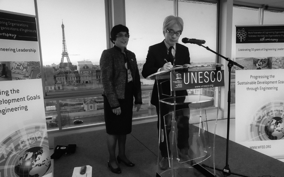 WFEO President Marlene Kanga and Director of UNESCO's Division of Science Policy and Capacity Building Douglas Nakashima signing the Paris Declaration