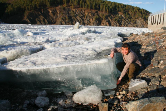 Dr. Hui Fu investigating the ices on the river surface