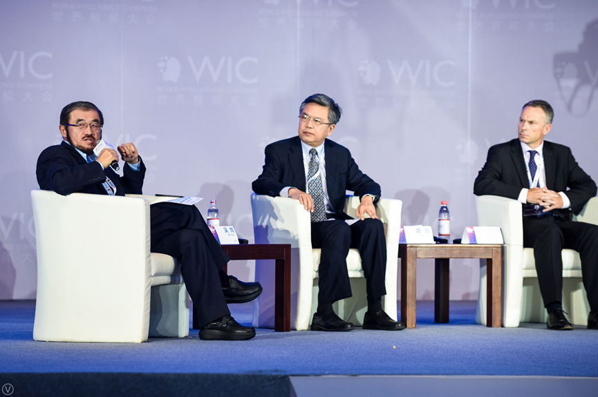 (Center) Gong Ke, Chair of WFEO-CEIT
